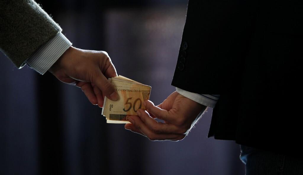 Como um Detetive pode ajudar no combate à corrupção?