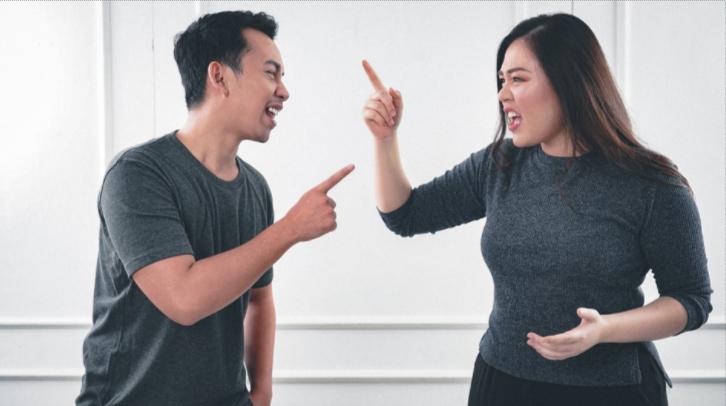 casal discutindo por causa da infidelidade do marido